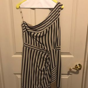 BCBG Dresses - Size M Bcbc Vguc off the shoulder dress